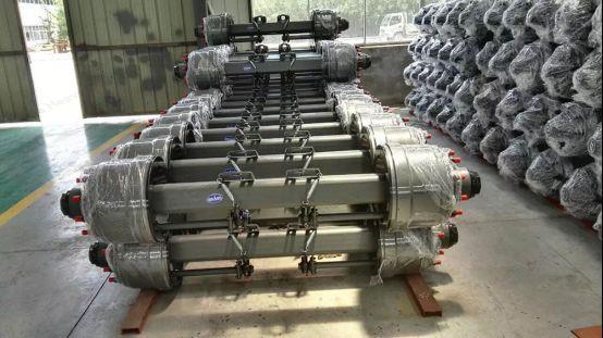 CNHTC HOWO Camión V Brace rod caucho de núcleo (NO.AZ9725527213) 1031.jpg