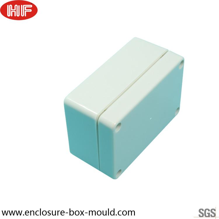 plastic box.jpg