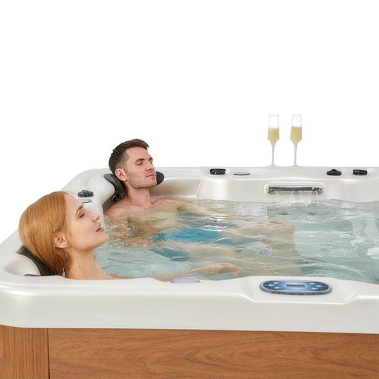 Lovia hot tub